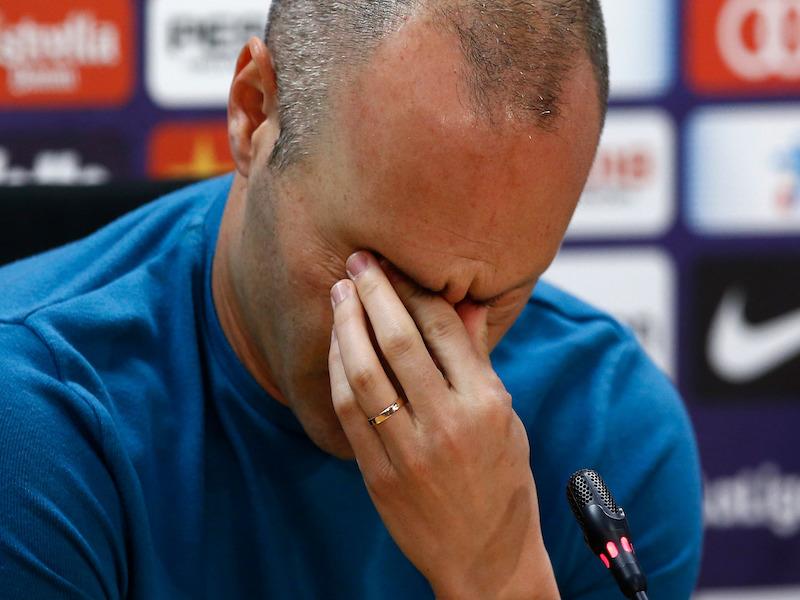 ¡INCONSOLABLE! Iniesta confirma su adiós a Barcelona