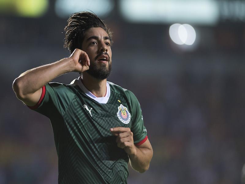 Pizarro compartiría equipo con este mexicano en Europa