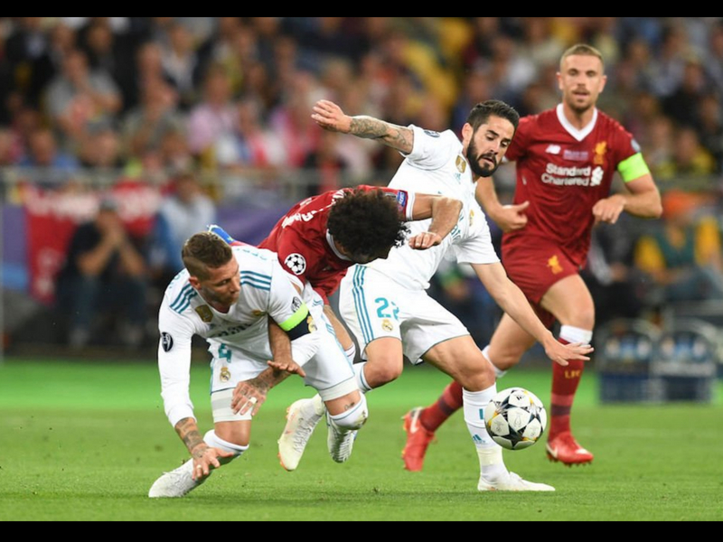 Miles de personas piden sancionar a Ramos por lesión de Salah