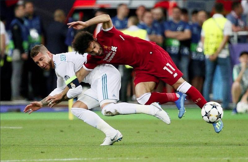 Demandan a Ramos por 1 billón de euros por incidente con Salah