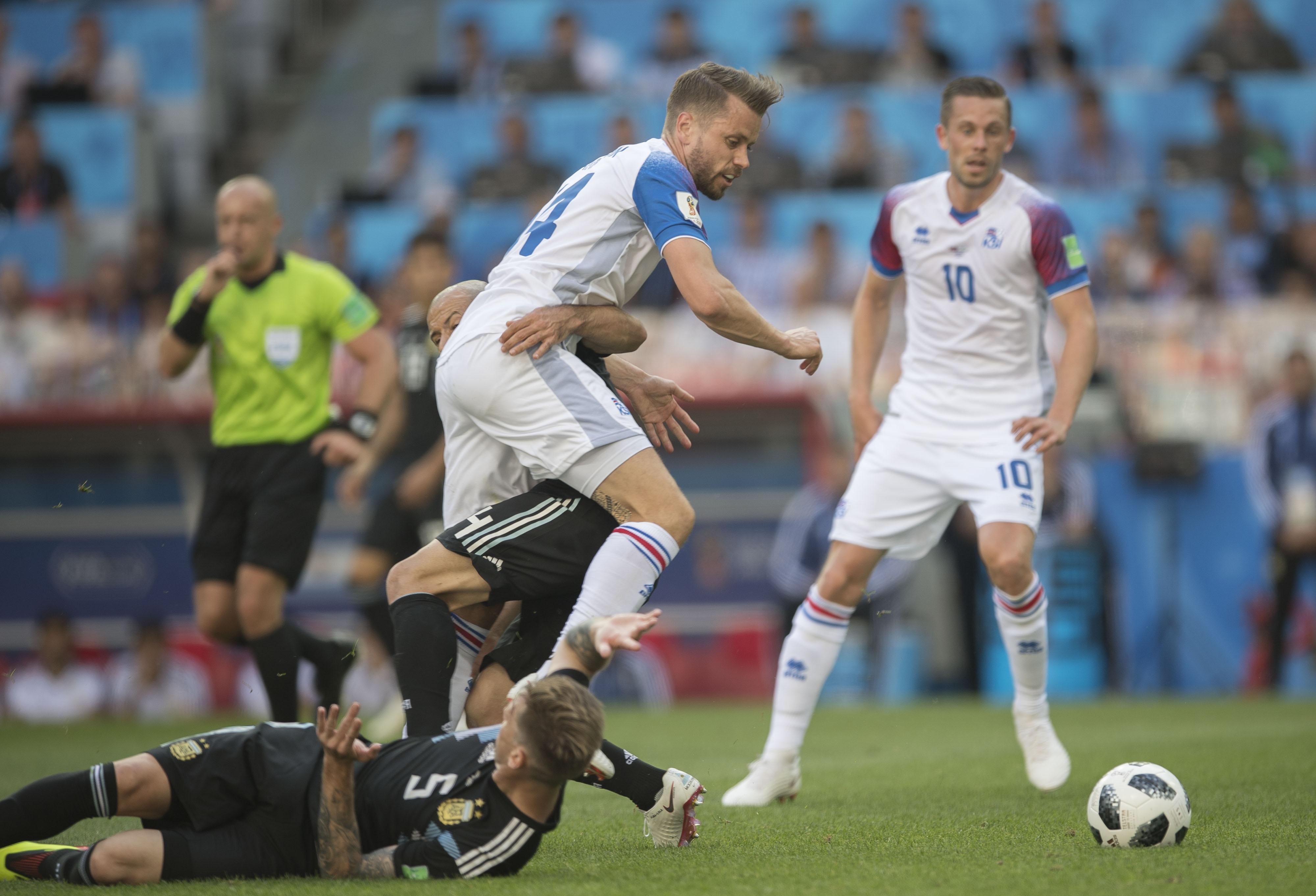 ¡Islandia empata a Argentina! Messi falla un penal