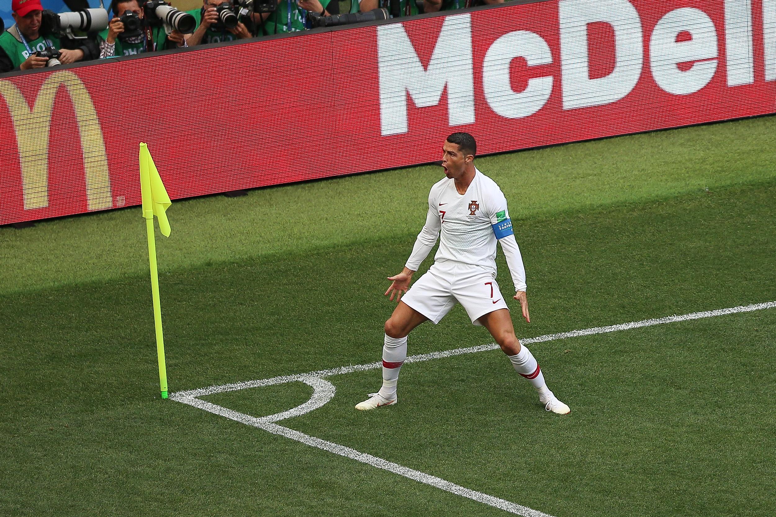 Ronaldo mete a Portugal a octavos