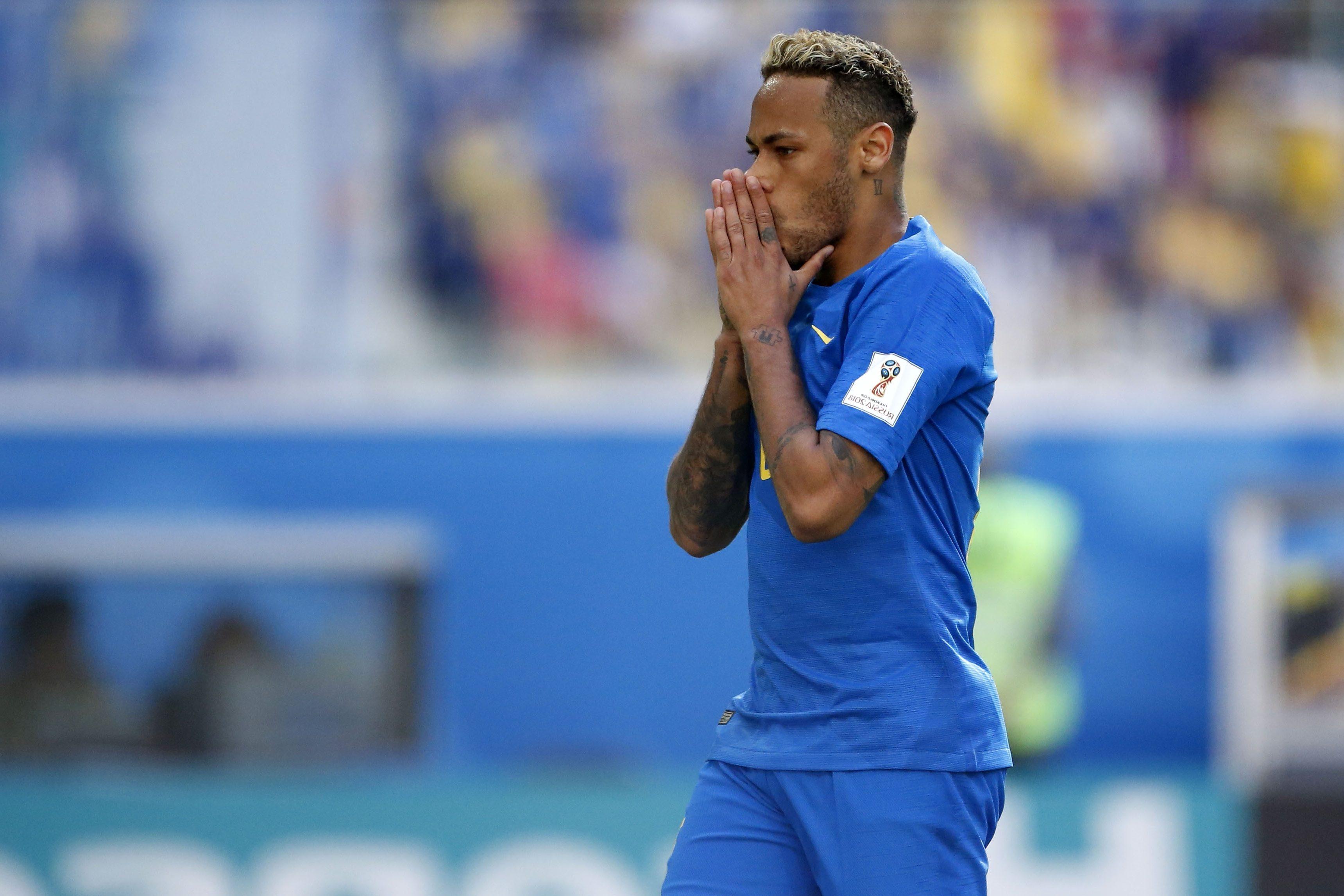 Bebidas gratis para todos, cortesía de Neymar