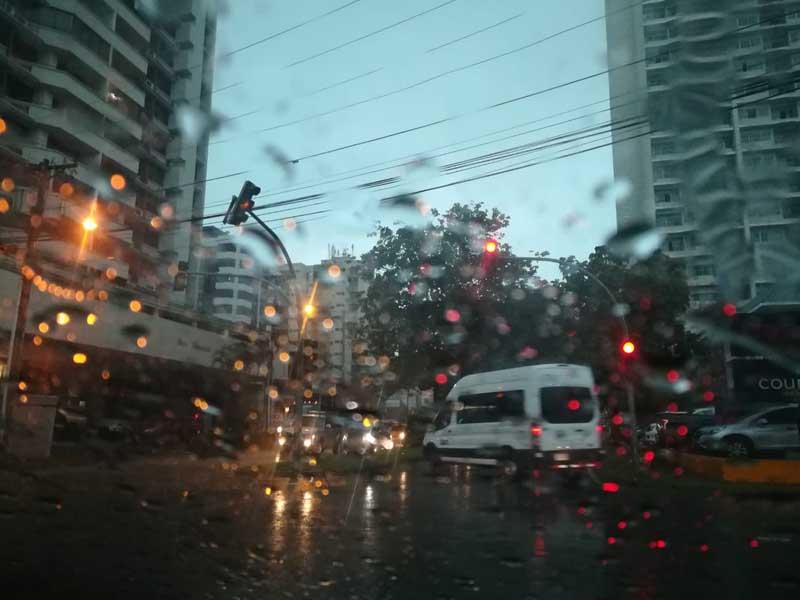 Consejos sobre cómo debes conducir bajo la lluvia