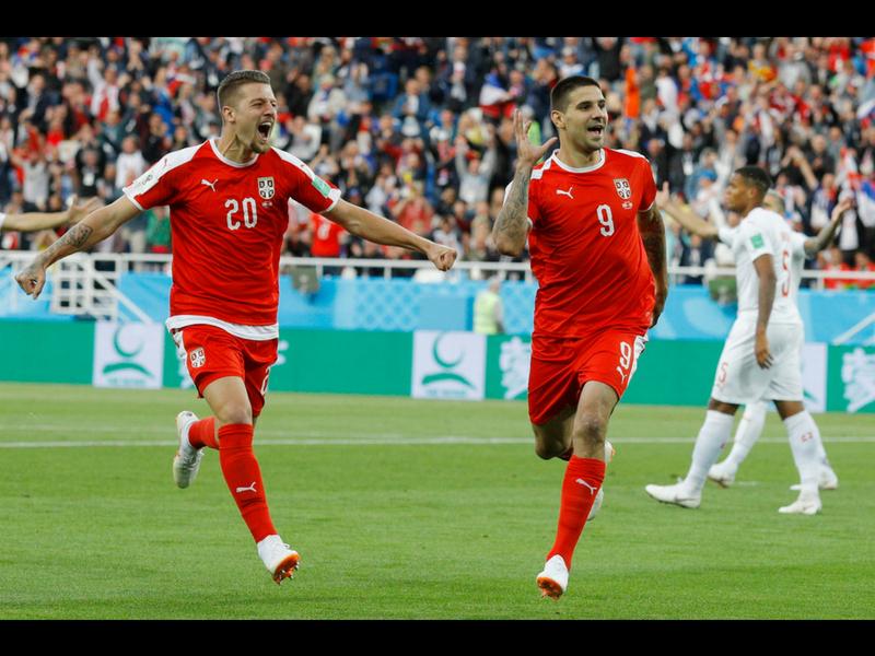 Suiza gana dramáticamente frente a Serbia