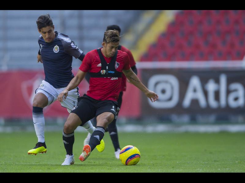 Chivas golea en amistoso rumbo al AP2018