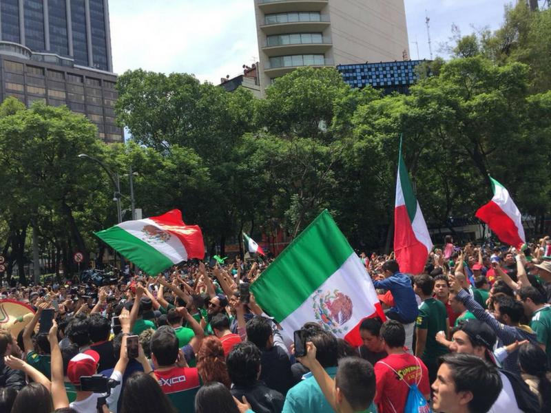 Monumental festejo en el Ángel de la Independencia