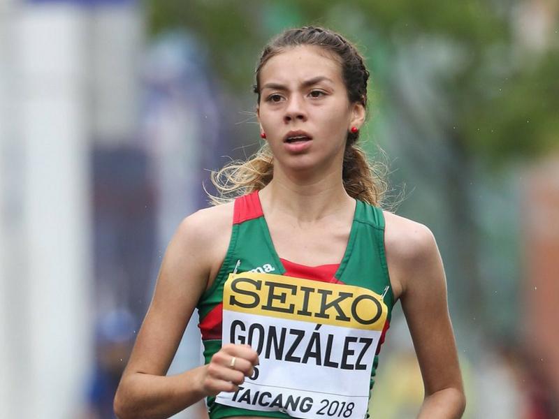 Alegna González Oro en marcha