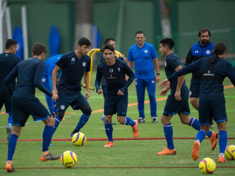 Cruz Azul con plantel de campeones