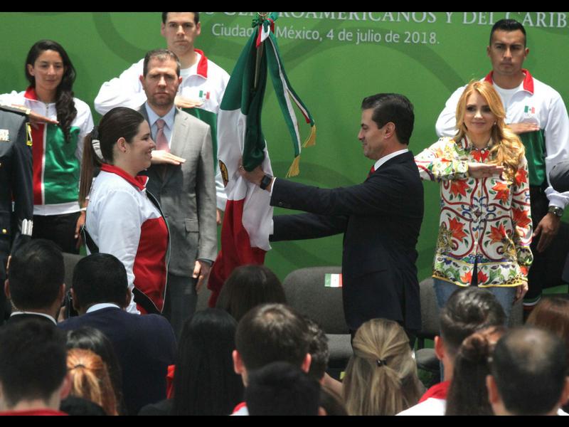 EPN abandera a la delegación que irá a Barranquilla 2018