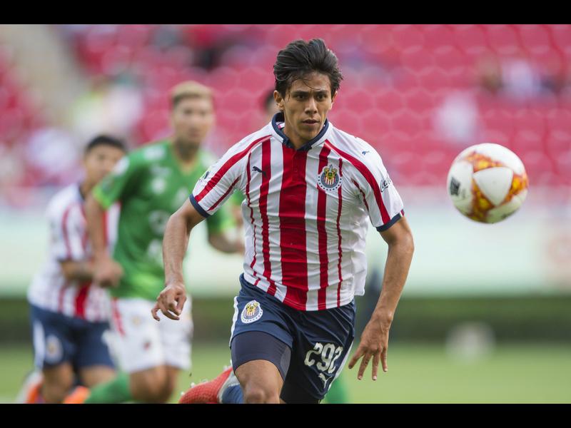 ¡No caigan! Usurpan a jugador de Chivas para extorsionar