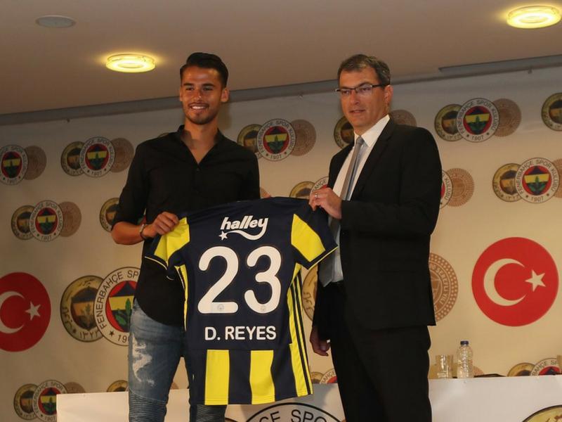 Ante la incógnita de Fabián, Fenerbahçe presenta a Reyes