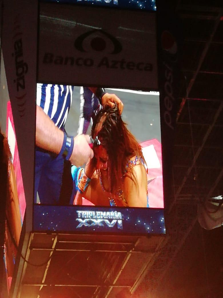 Faby Apache pierde la cabellera en Triplemanía XXVI