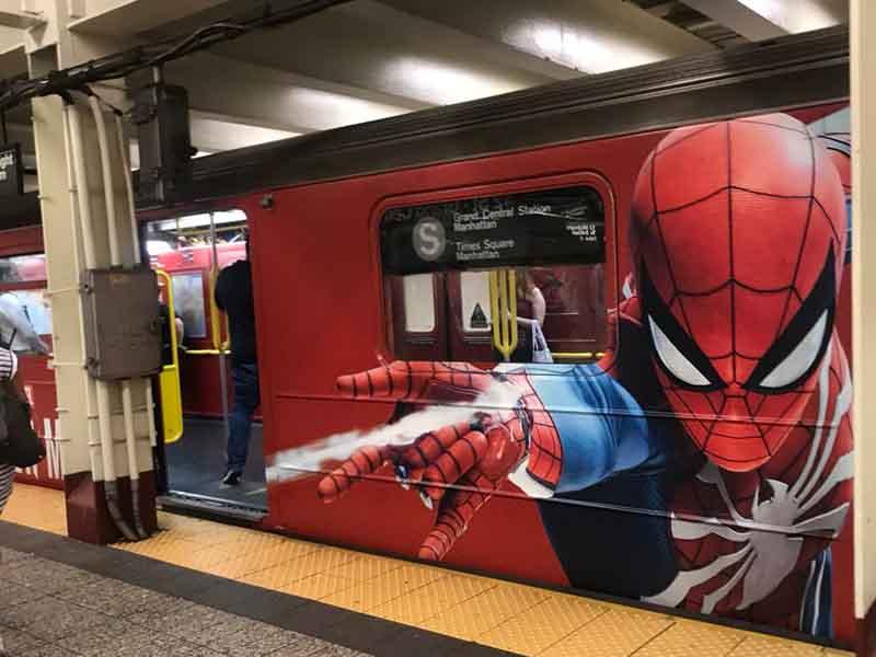Spider-Man enloquece a usuarios del metro