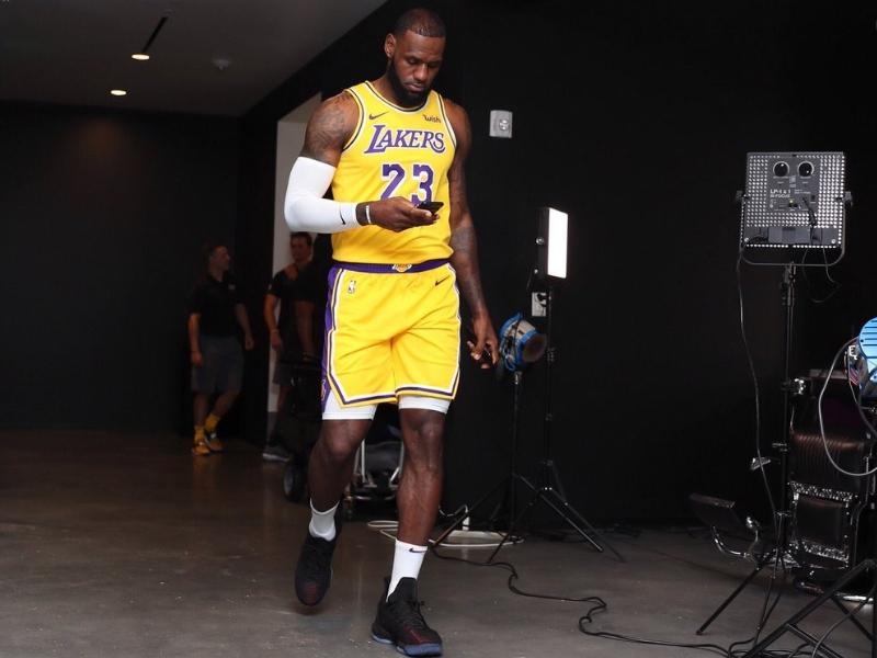 """LeBron James: """"Para alcanzar a los Warriors hay que correr"""""""