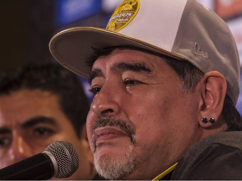 ¡Todo un rockstar! Esto pidió Maradona para su debut