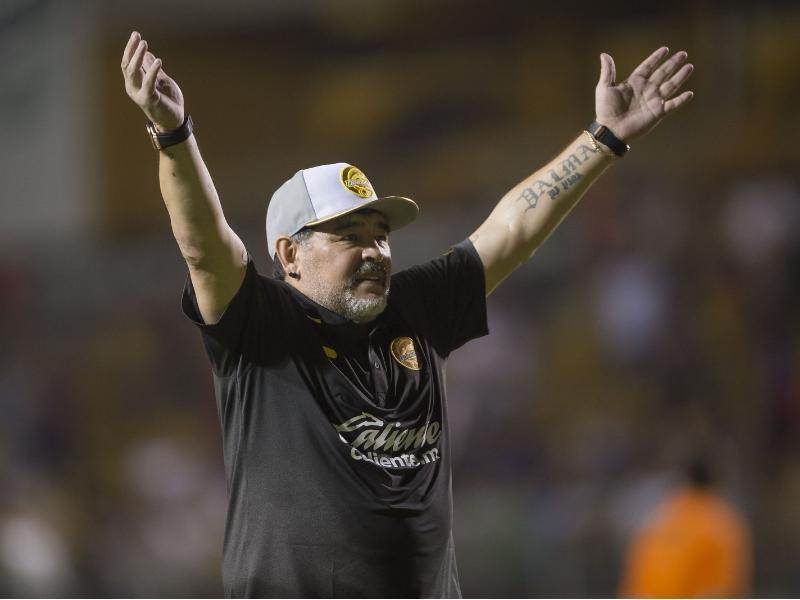 Maradona huyó del acoso