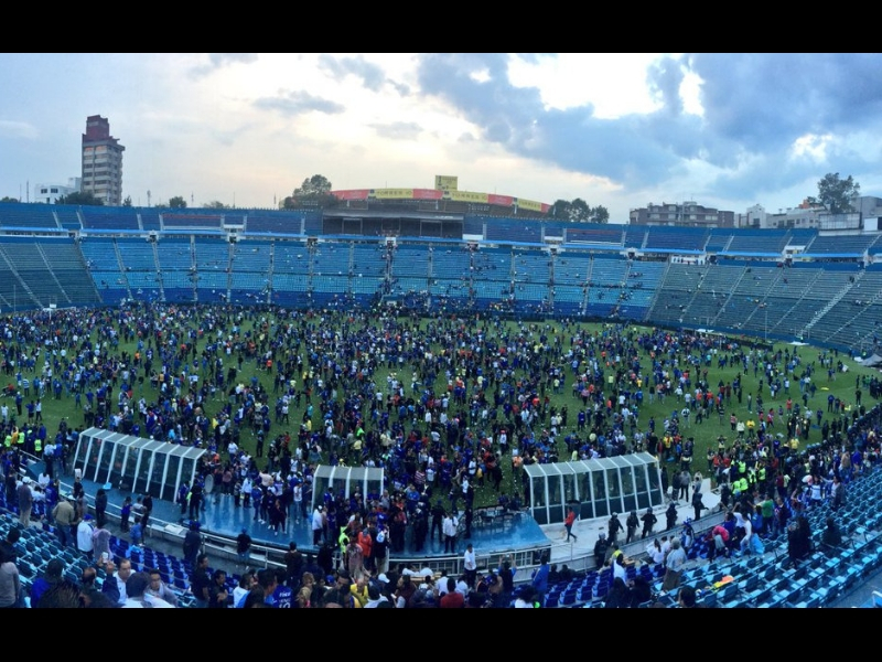 ¡Se arma la campal en el Estadio Azul!