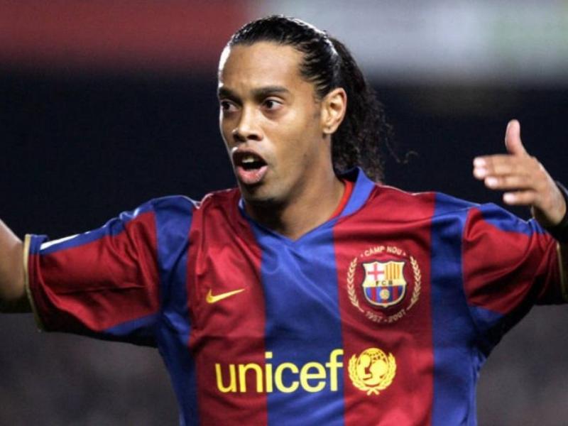 La relación Ronaldinho-Barcelona podría terminar