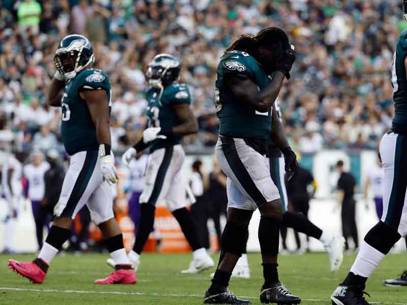 Eagles pierden a Ajayi lo que resta de temporada