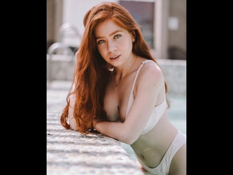 Imposible resistirse a la belleza de Carla Zuckerman