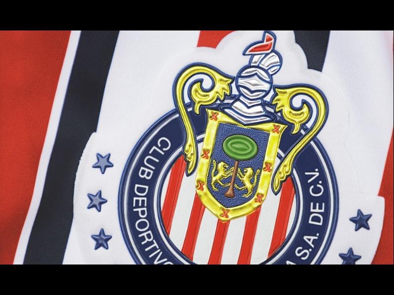 Vistazo del uniforme que Chivas utilizará en el Mundial de Clubes