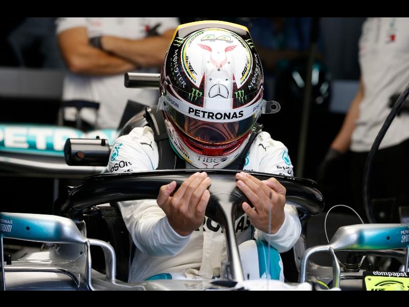 Hamilton se lleva la pole en Brasil, Checo fuera del top 10