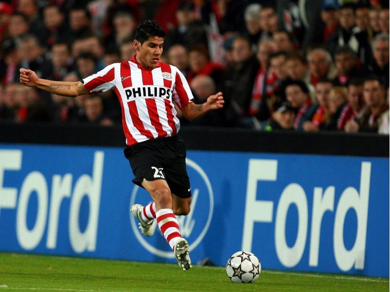 ¿Por qué homenajea PSV a Carlos Salcido?