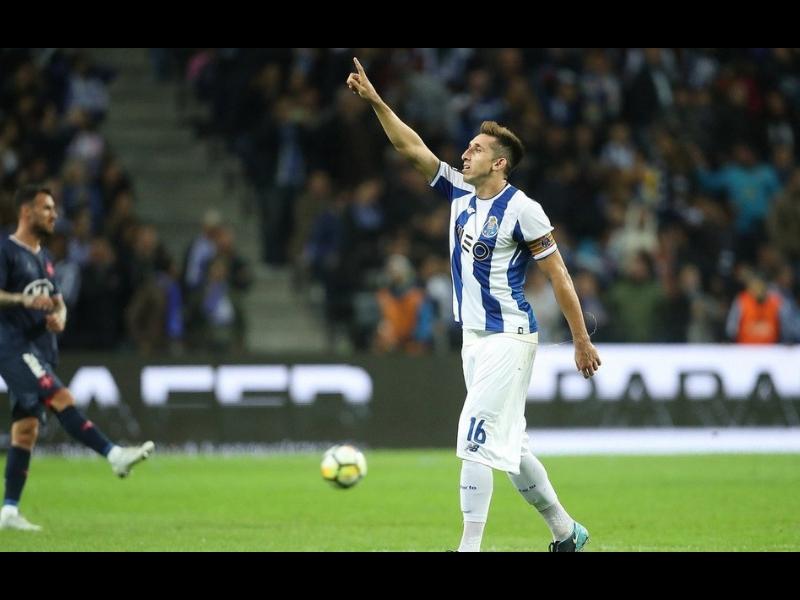 Dos grandes de la Premier League quieren a Héctor Herrera