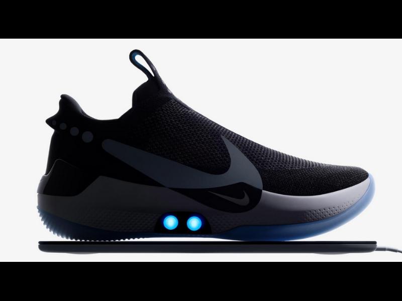 Tenis con atado de cordones automático. Foto: Nike HyperAdapt BB