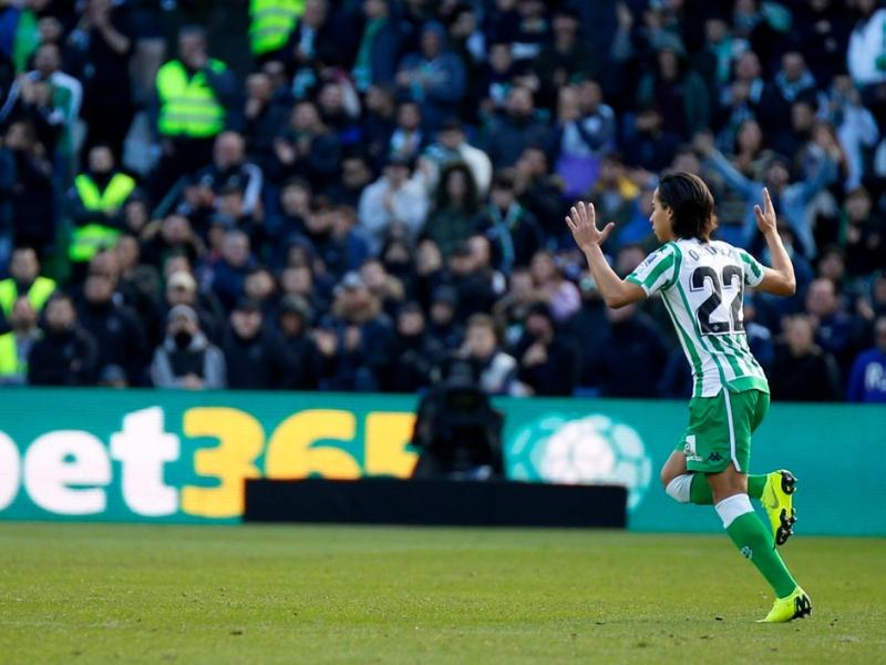 Diego Lainez destacó entre los latinos de La Liga
