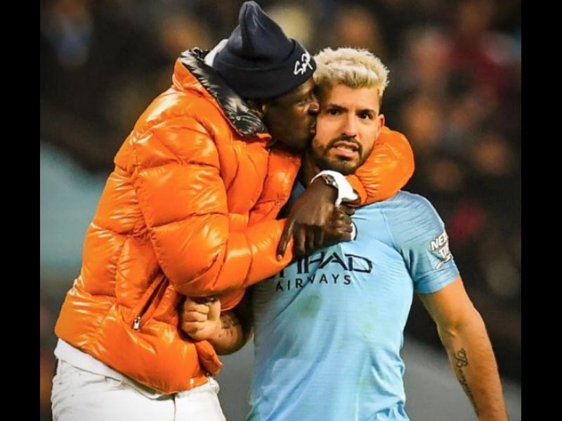 Video: Casi arrestan a jugador de City, en la cancha