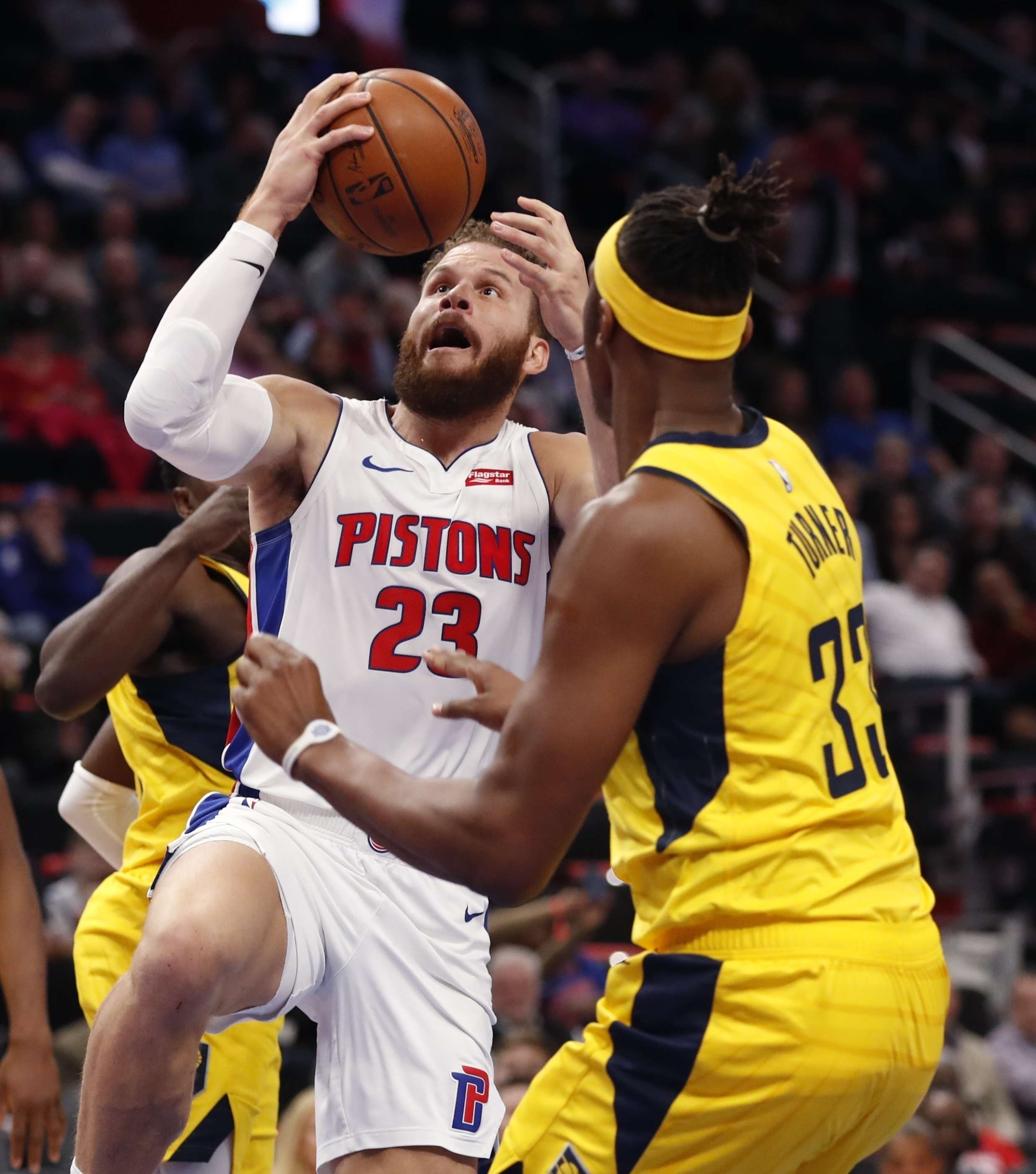 Drummond y Griffin guían a Pistons a triunfo sobre Pacers