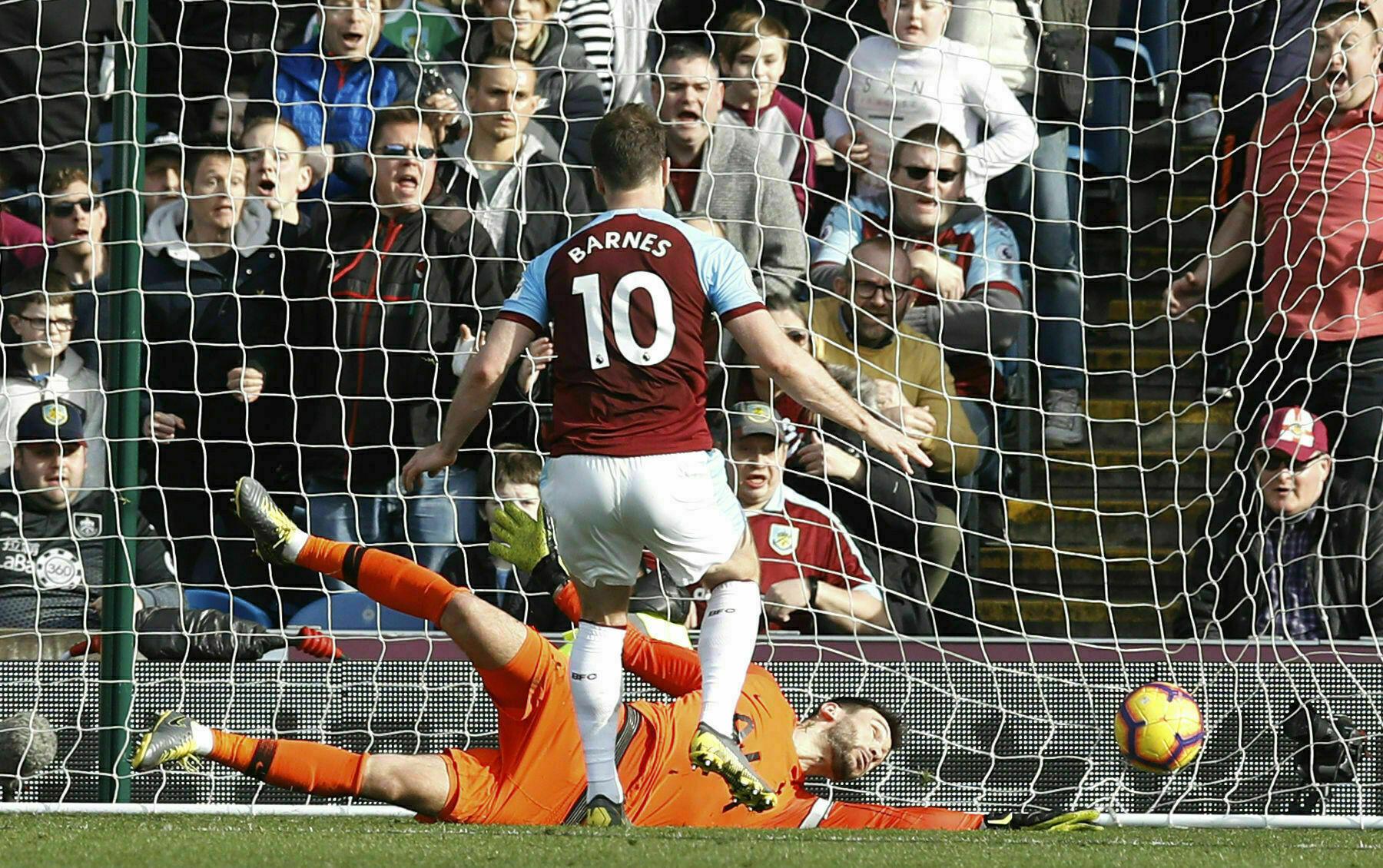 Pese a gol de Kane, Tottenham sucumbe en Burnley