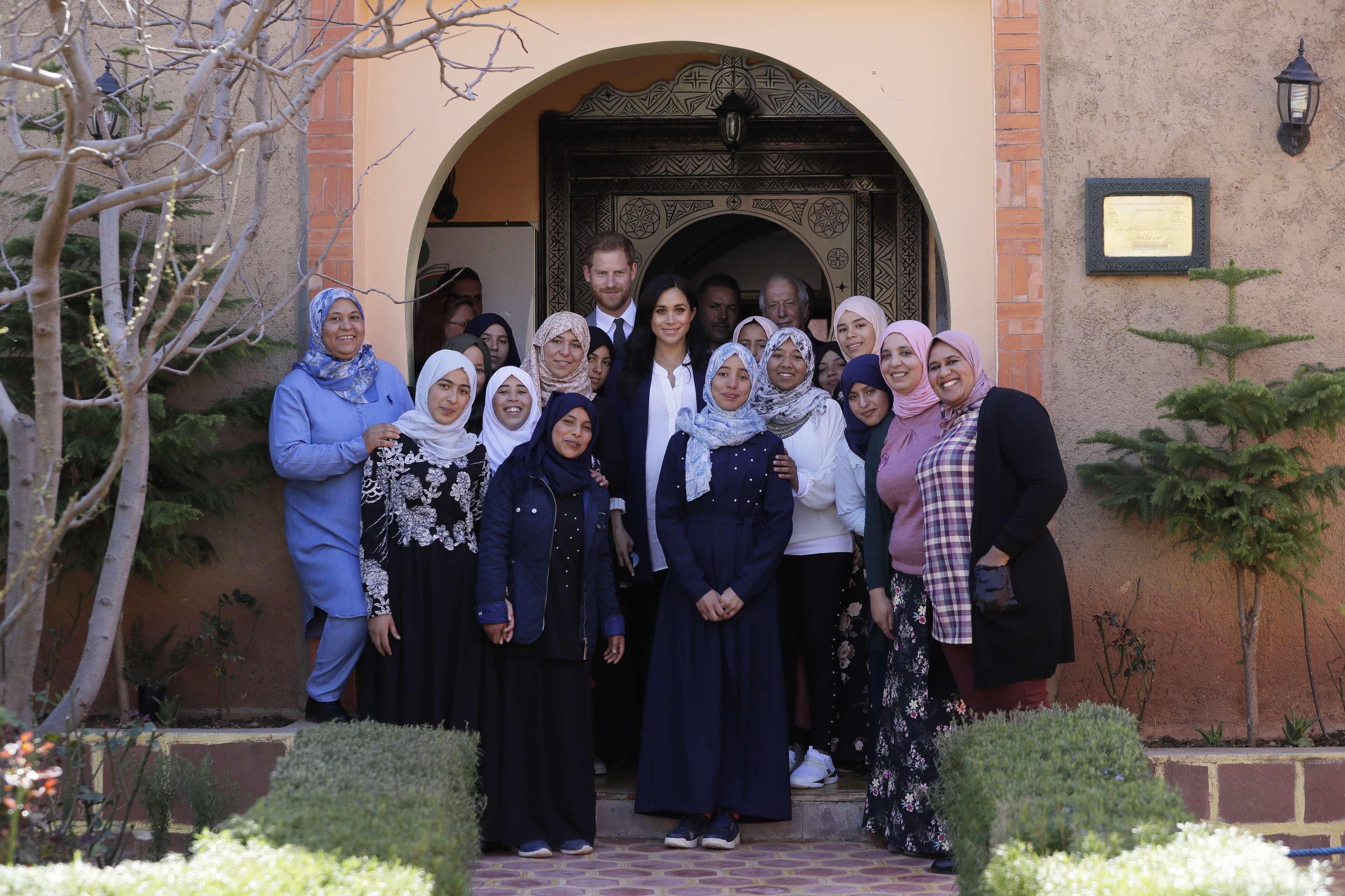 Enrique y Meghan se reúnen con jóvenes en Marruecos