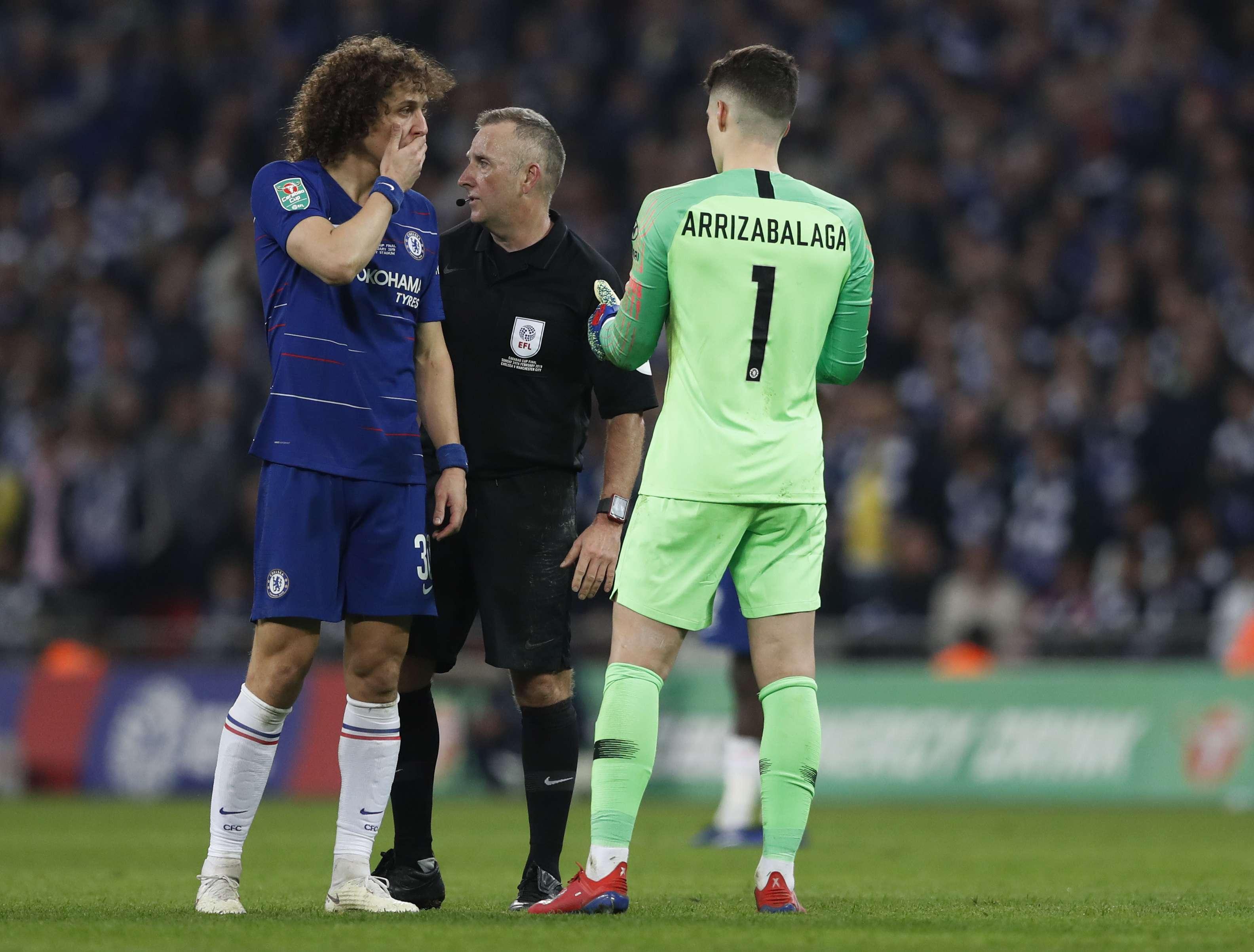 Portero del Chelsea se disculpa por no salir de la cancha