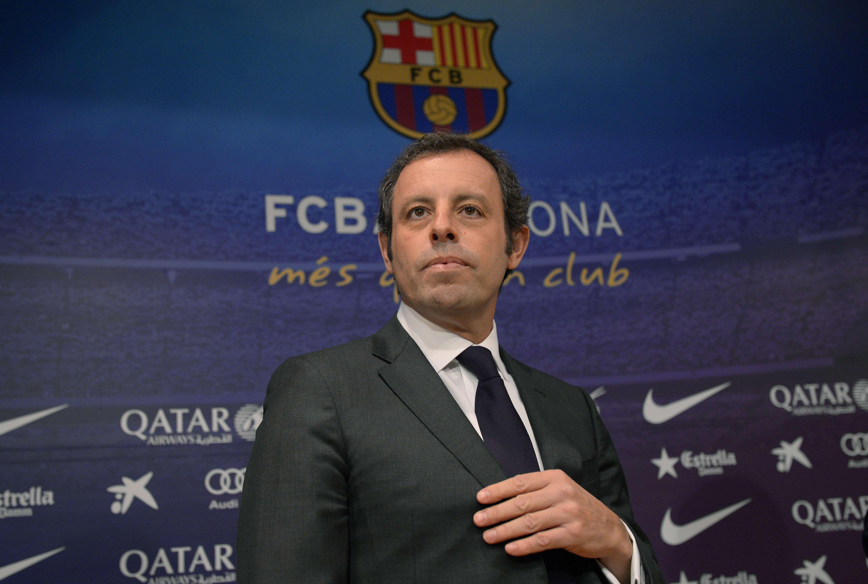 Esposado, expresidente del Barcelona comparece en juicio