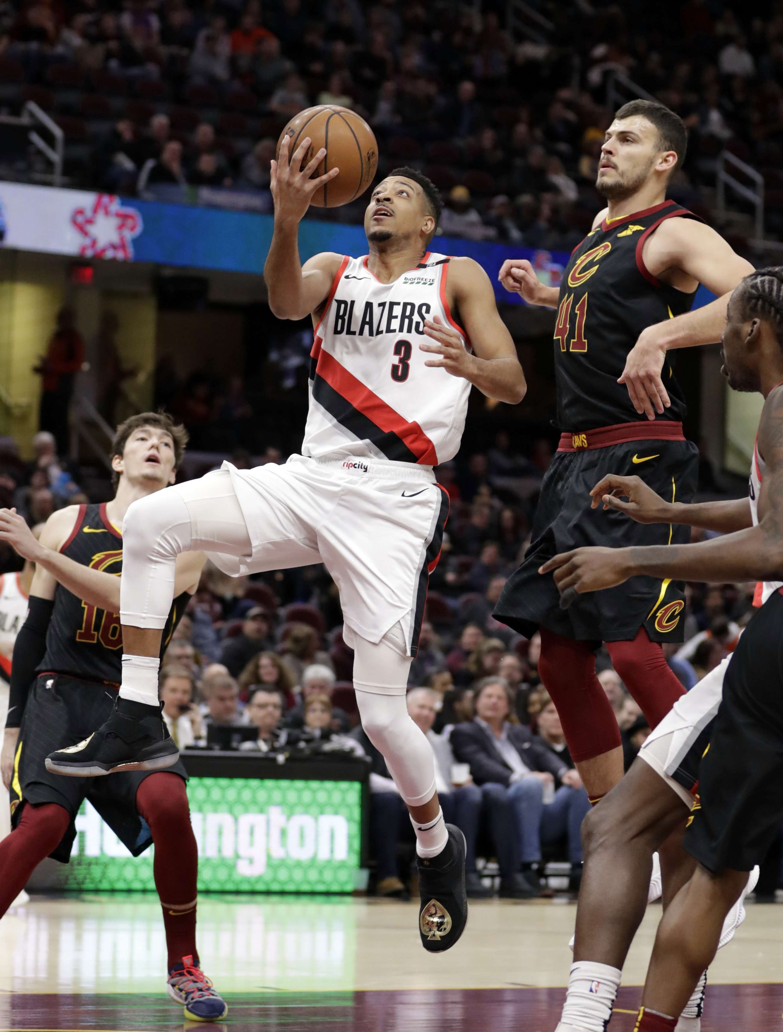 Trail Blazers resisten remontada de Cavaliers para ganar