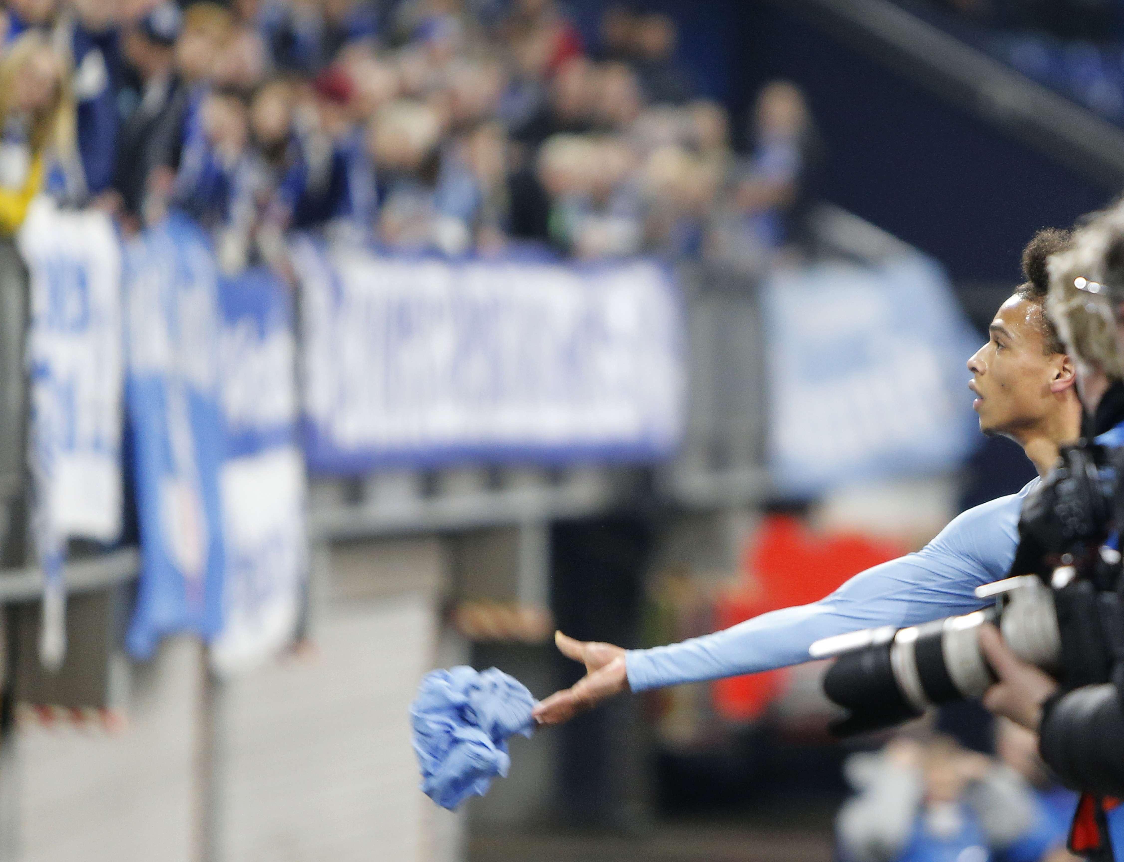 Arrestan a aficionado de Schalke por agredir a otro del City