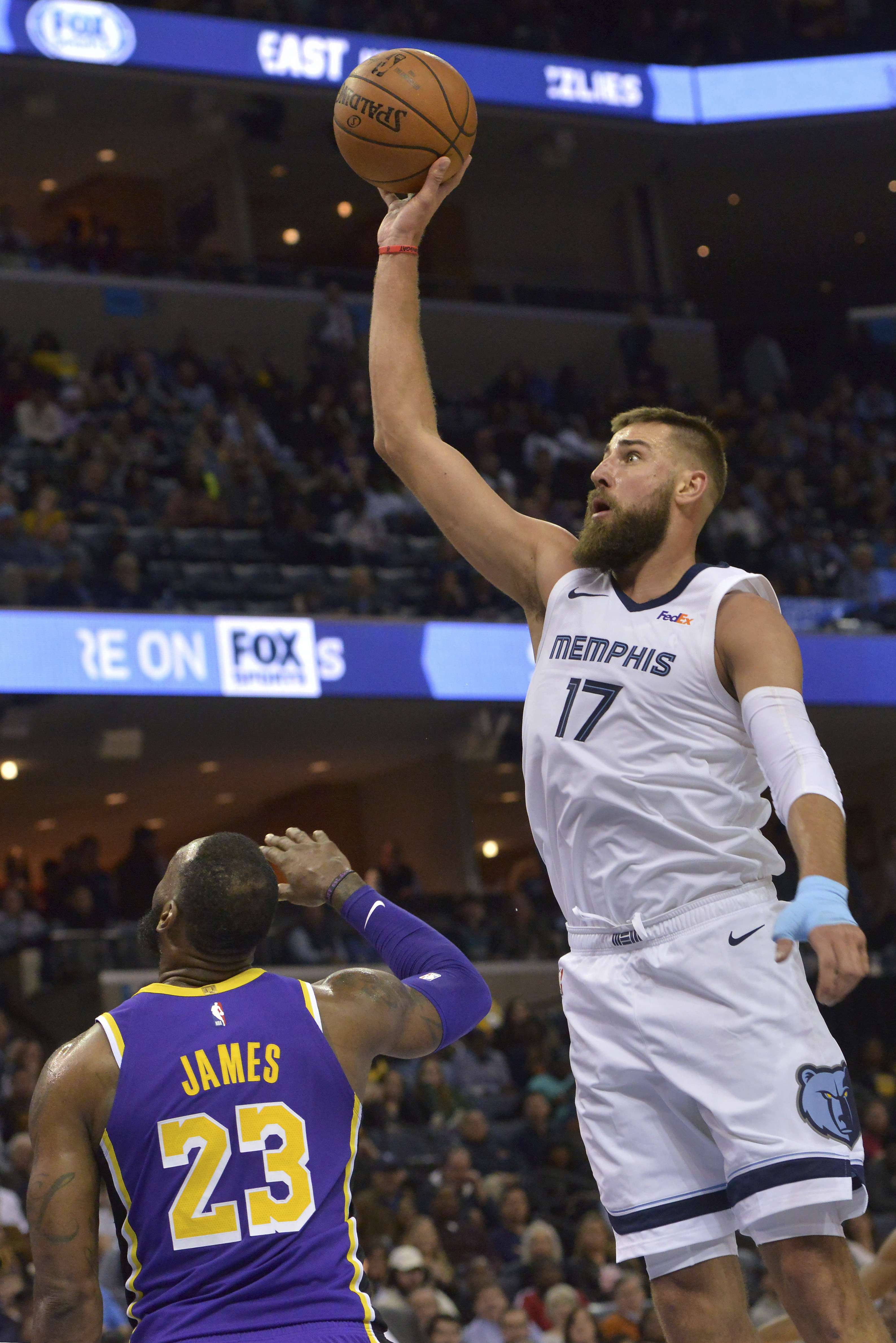 Grizzlies vencen a Lakers y dañan sus esperanzas de playoffs