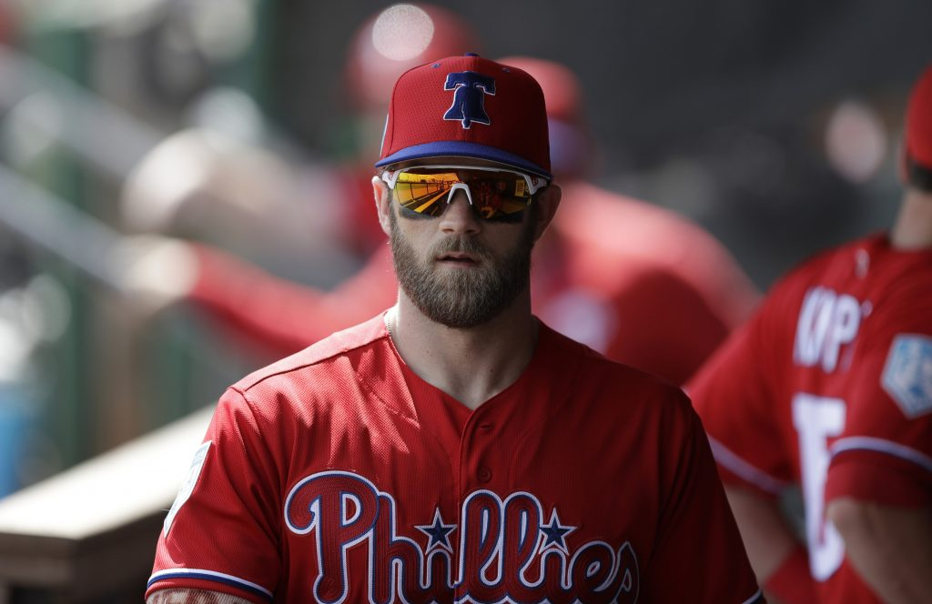 Regresa Harper a alineación de Filis, pero sigue in batear