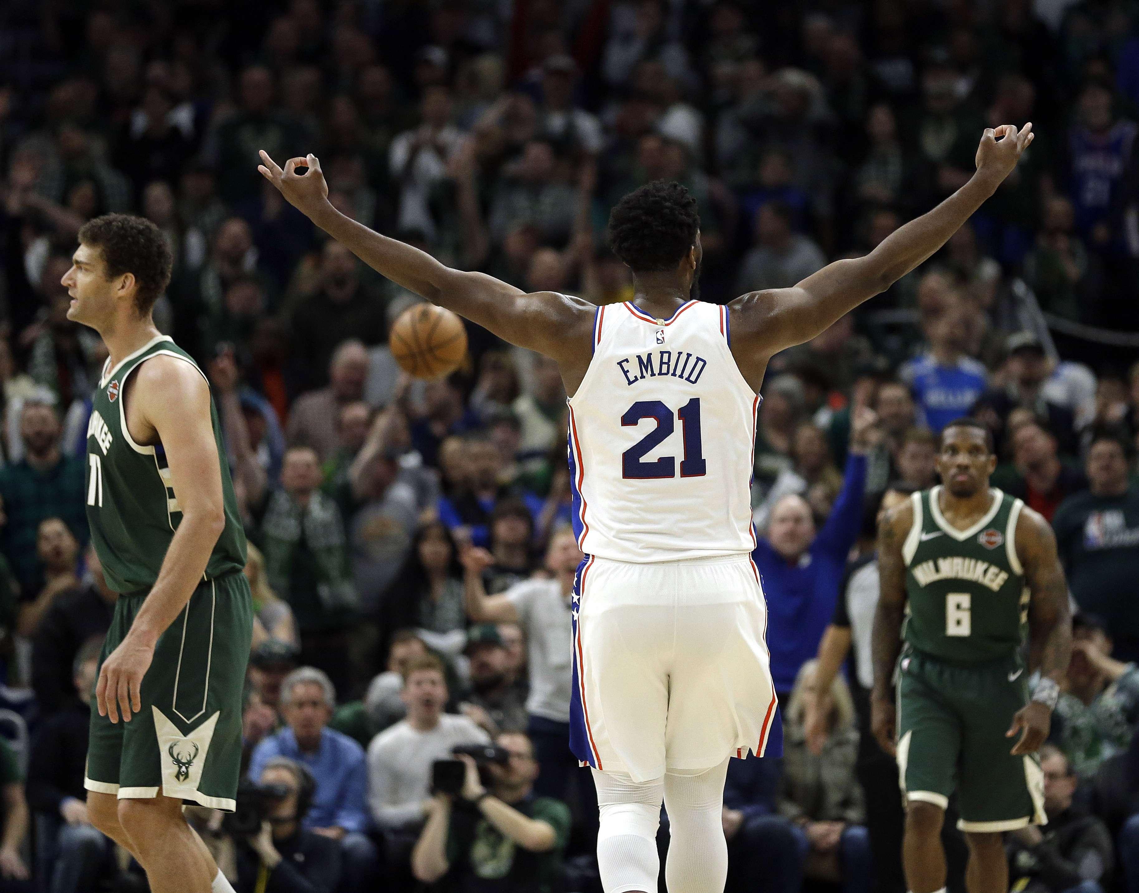 76ers superan a Bucks pese a 52 puntos de Antetokounmpo