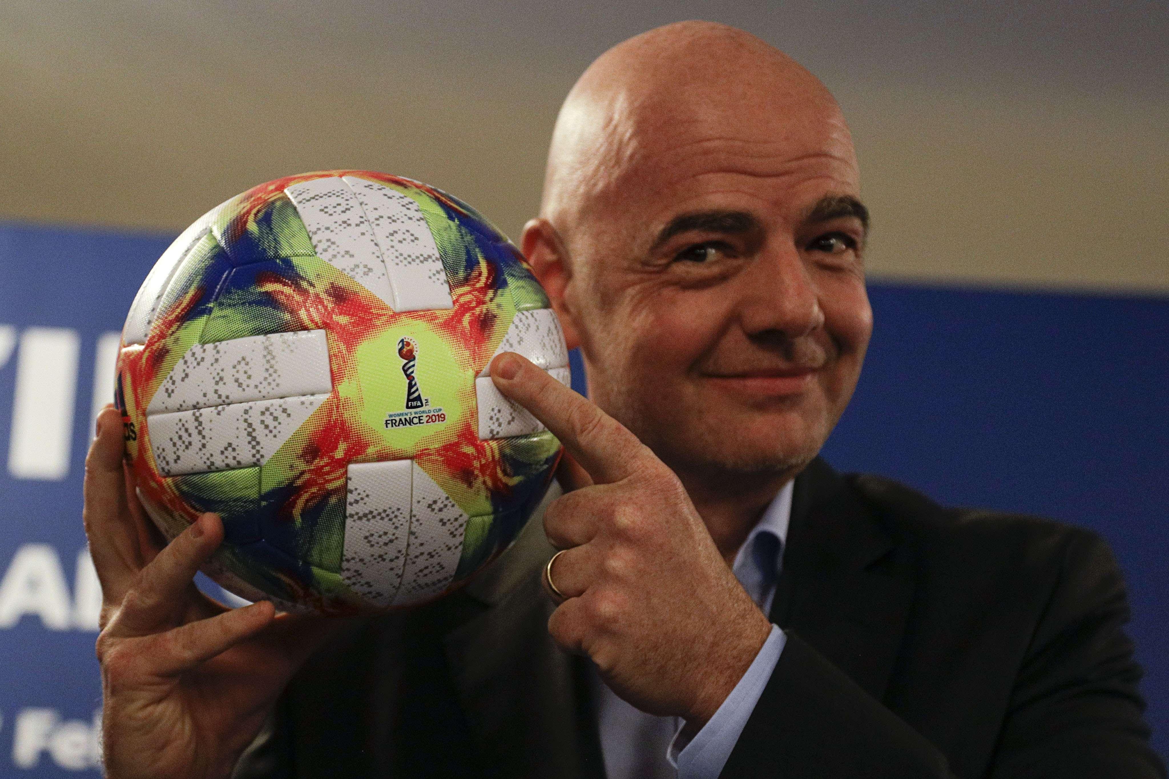 Infantino elogia conducta de mujeres futbolistas