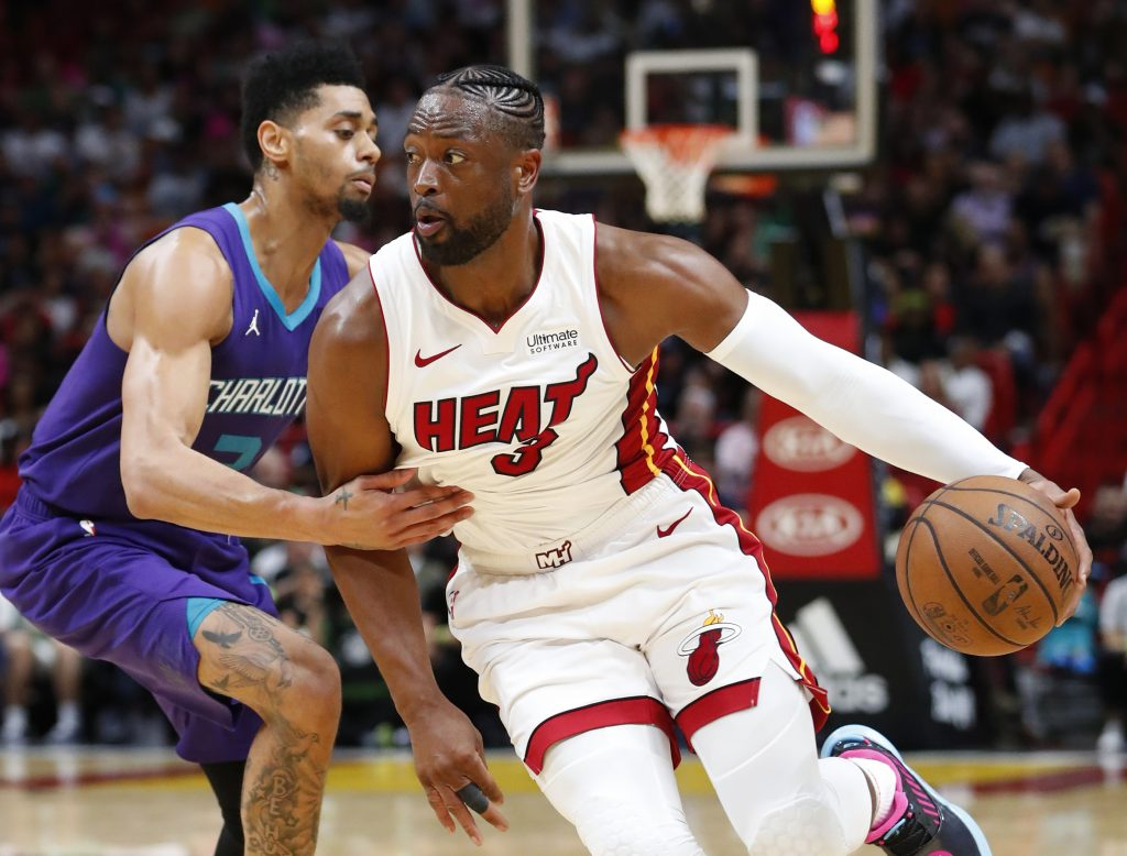 Dragic y Wade guían a Heat a triunfo 93-75 sobre Hornets