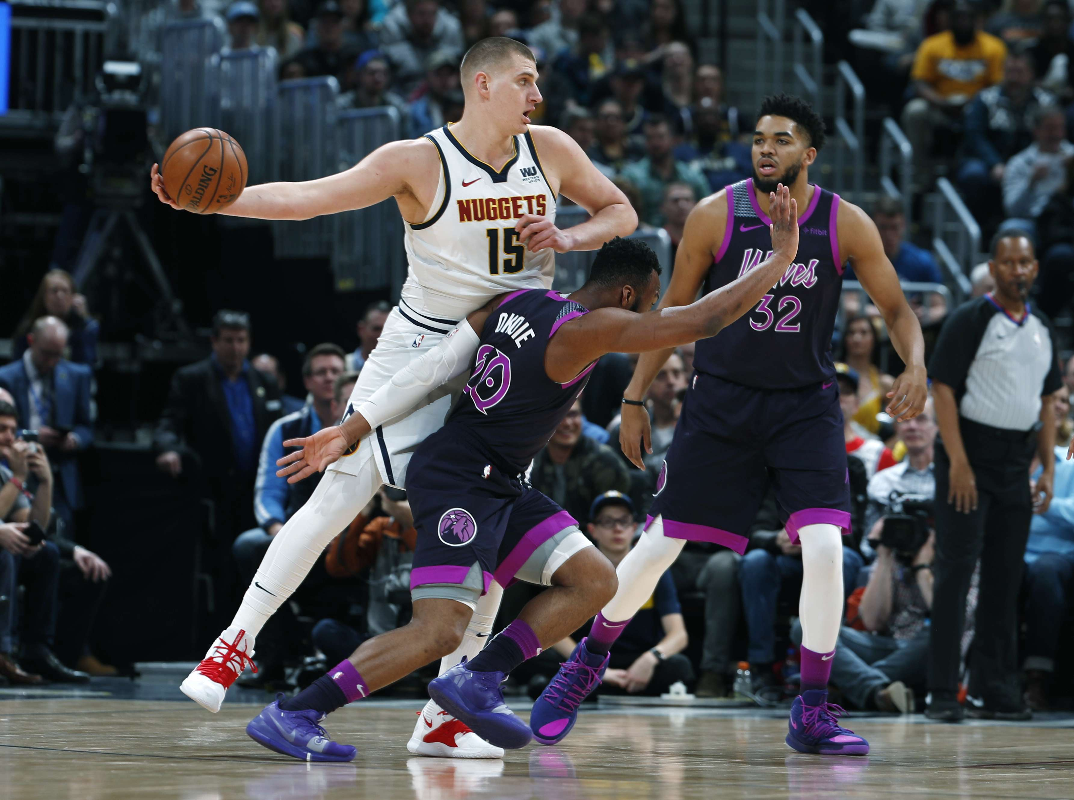 Murray suma 30, y Nuggets vapulean a Wolves
