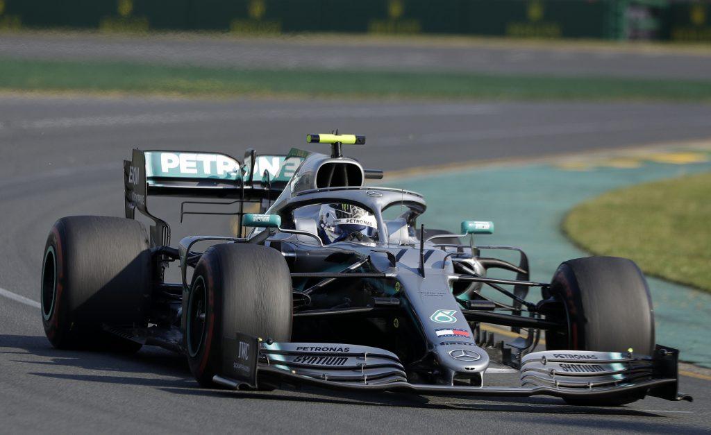 Bottas supera a su compañero Hamilton y gana GP de Australia