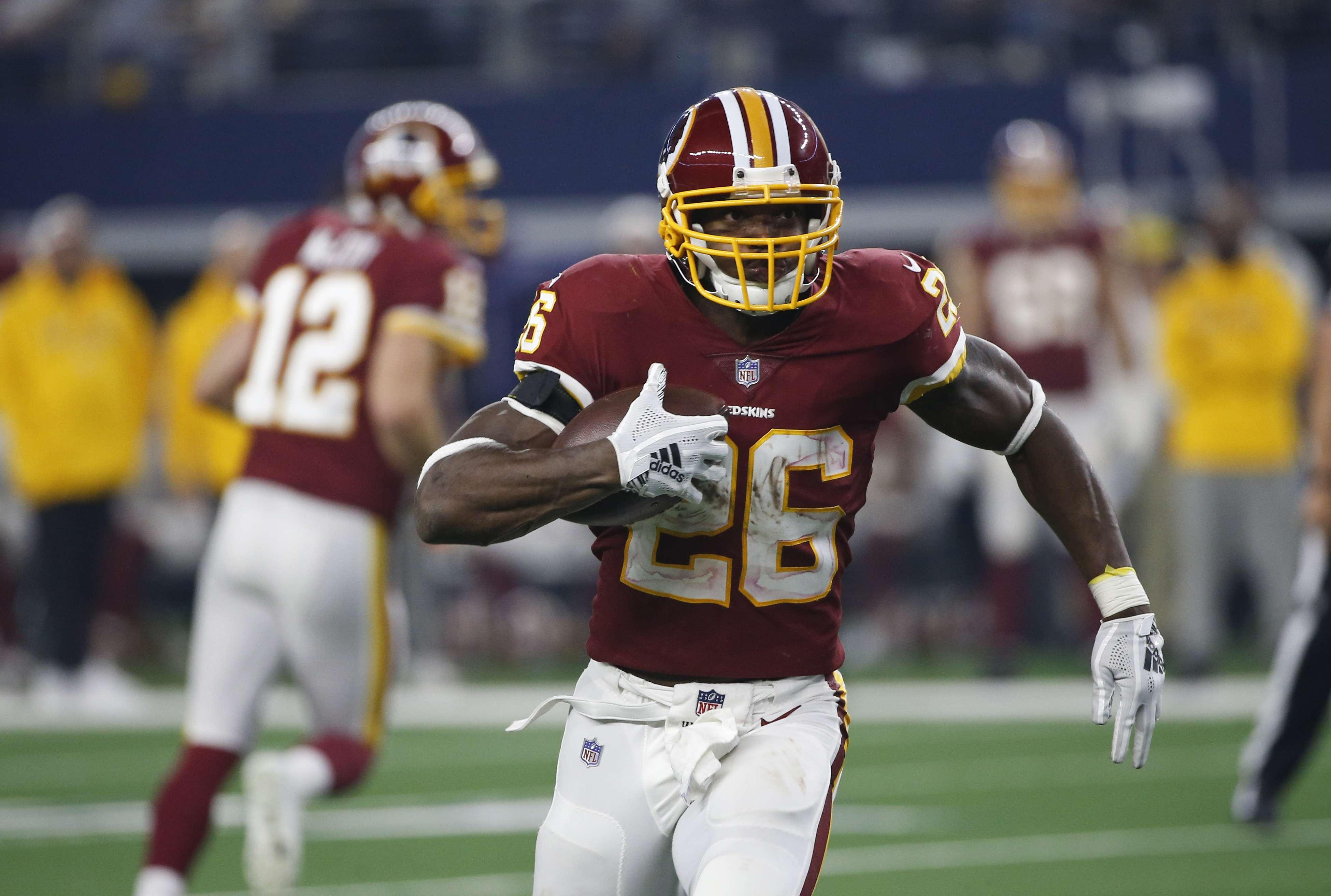 Fuente AP: Redskins renuevan contrato a Peterson por 2 años