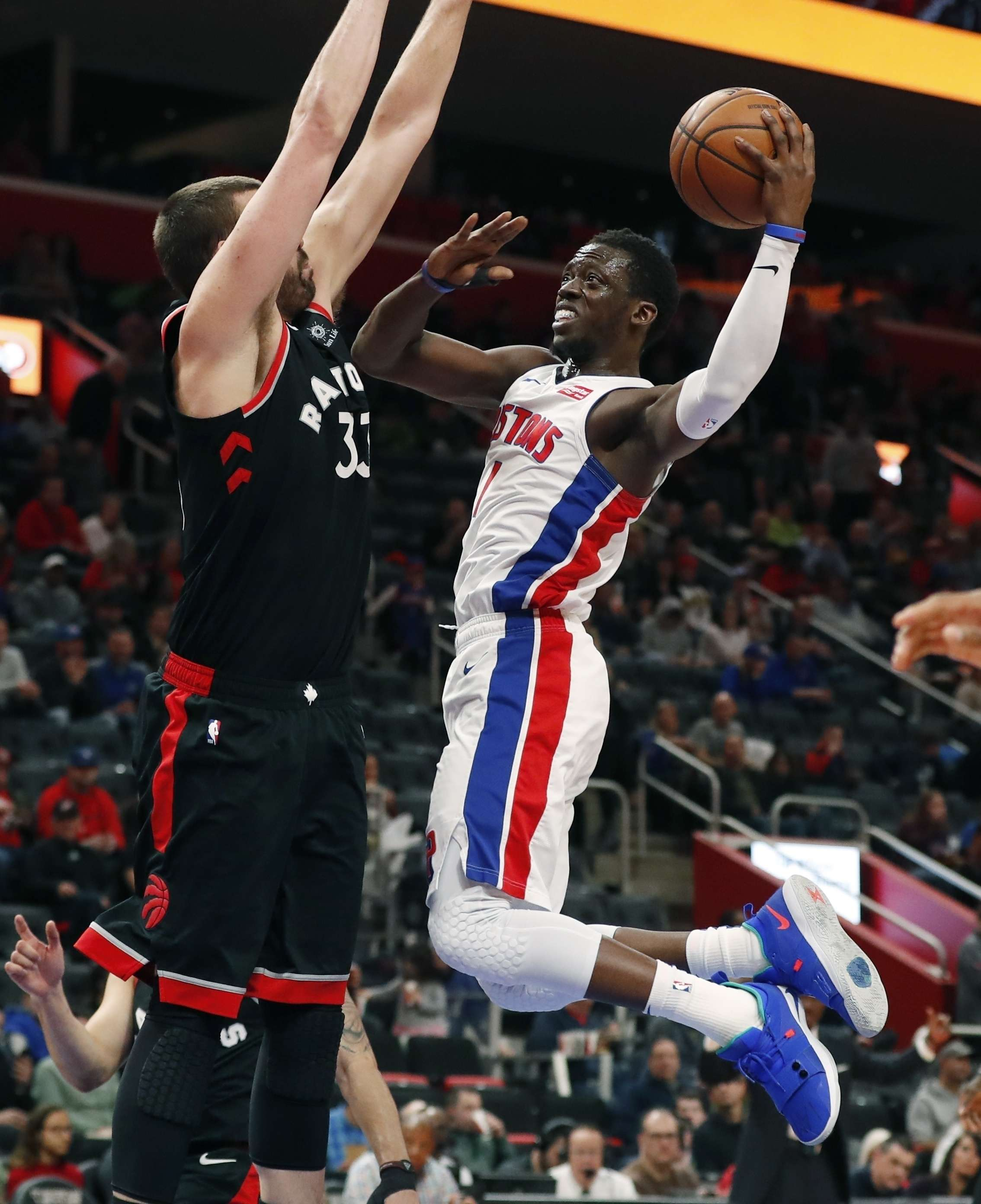 Pistons vencen a Raptors y completan barrida de la campaña