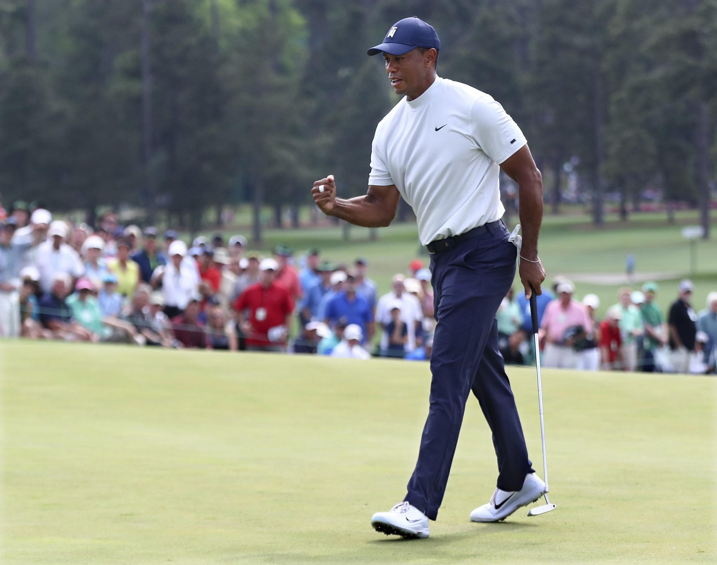 Tiger mantiene corta distancia de cinco líderes del Masters
