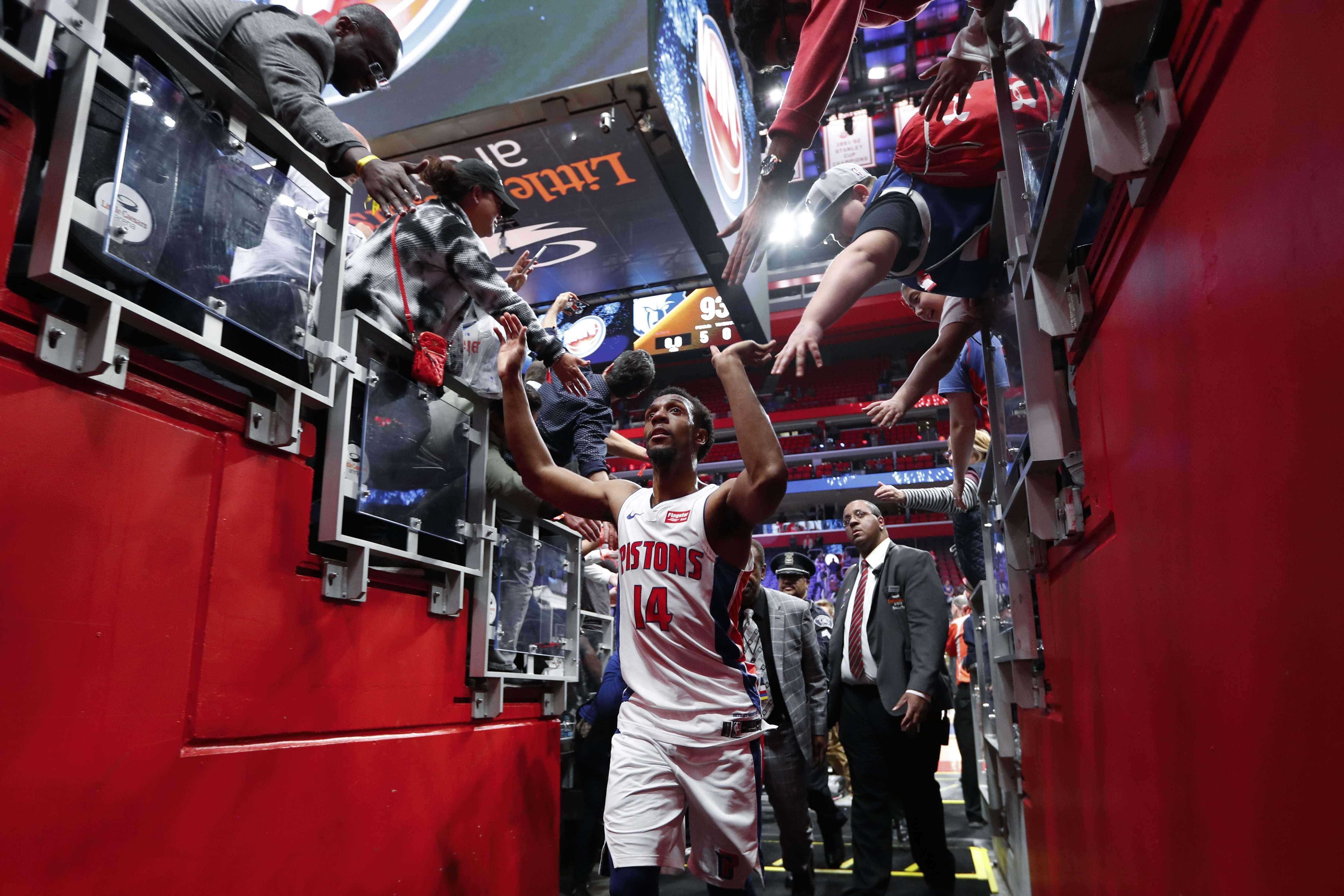 Pistons vencen a Grizzlies y se aferran a boleto de playoffs